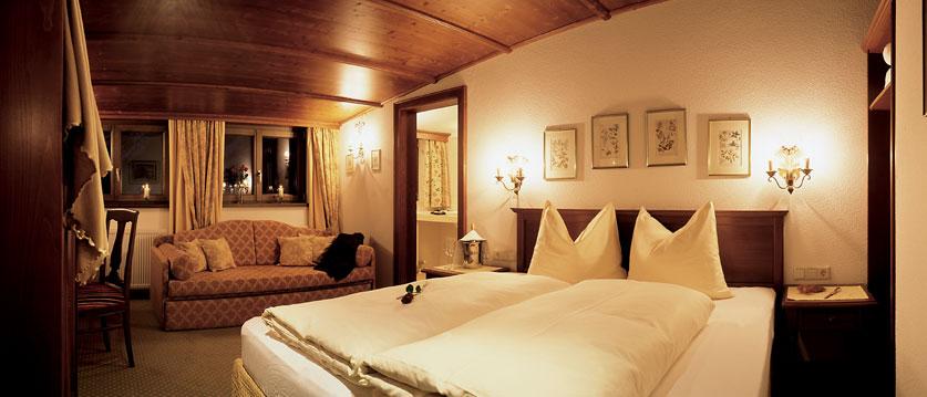 austria_arlberg-ski-area_lech_hotel_haldendorf_double_bedroom.jpg